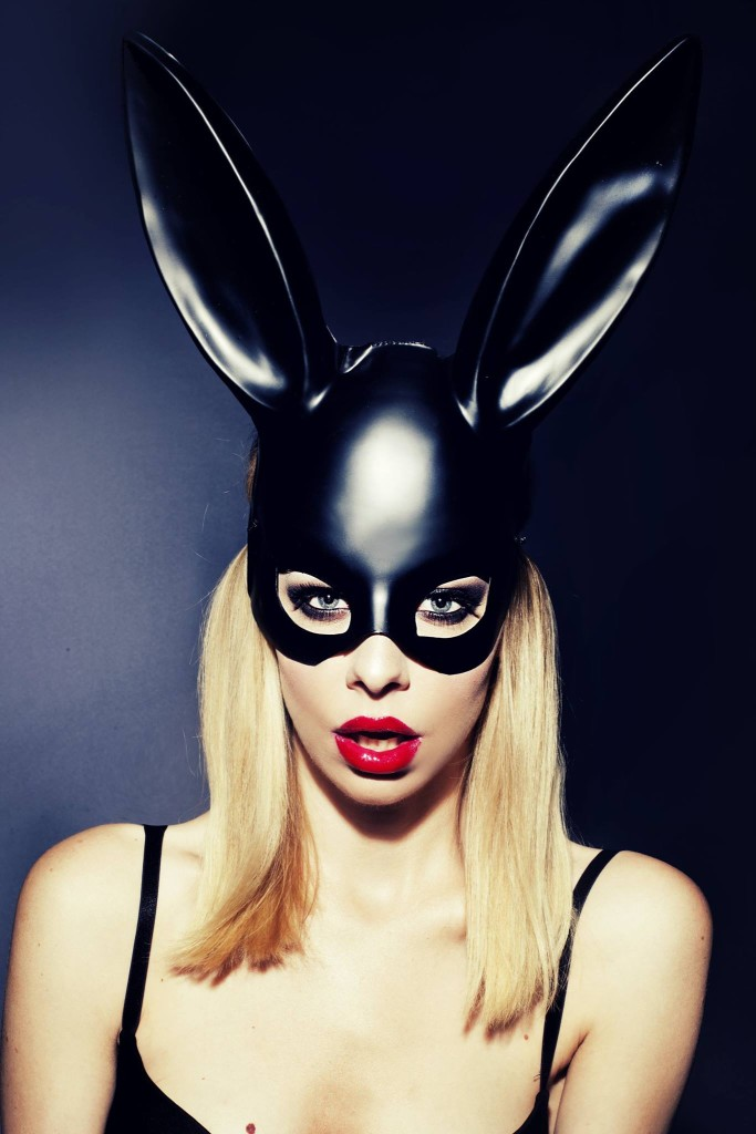makijaż smoky dla blondynki