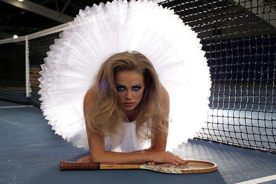 makijaż do sesji baletnica na korcie tenisowym