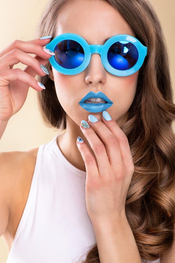 letni beauty makijaż do sesji niebieskie usta