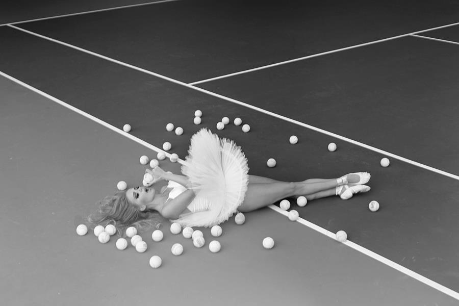 baletnica na korcie tenisowym